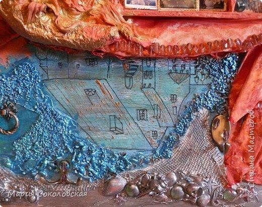 """Здравствуйте дорогие жители Страны Мастеров! Сегодня приглашаю Вас в очередное путешествие по волшебному миру, на этот раз волшебных городов! Панно """"Рыба-город"""" (размер 75х75 см) выполнено в смешанной технике, опять в дуэте с прекрасной поэтессой Konstarina. Эту работу я сделала для себя, основной замысел - мой любимый Сюрреализм, парадоксальное сочетание форм, здесь представлены работы знаменитых художников и иллюстраторов, таких как Рене Магритт, Яцек Йерка, Геннадий Приведенцев, Томас Щетовски, Алекс Фишгойт... Приятного путешествия! фото 8"""