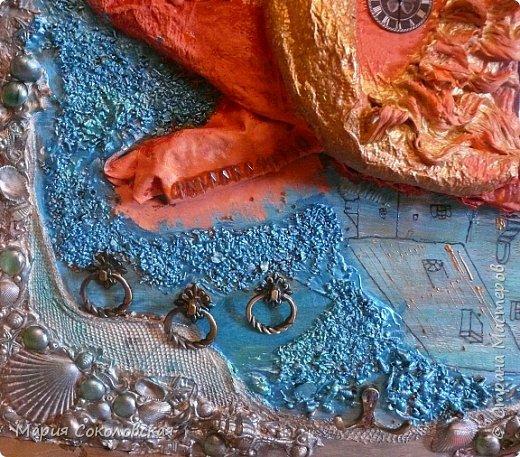 """Здравствуйте дорогие жители Страны Мастеров! Сегодня приглашаю Вас в очередное путешествие по волшебному миру, на этот раз волшебных городов! Панно """"Рыба-город"""" (размер 75х75 см) выполнено в смешанной технике, опять в дуэте с прекрасной поэтессой Konstarina. Эту работу я сделала для себя, основной замысел - мой любимый Сюрреализм, парадоксальное сочетание форм, здесь представлены работы знаменитых художников и иллюстраторов, таких как Рене Магритт, Яцек Йерка, Геннадий Приведенцев, Томас Щетовски, Алекс Фишгойт... Приятного путешествия! фото 9"""