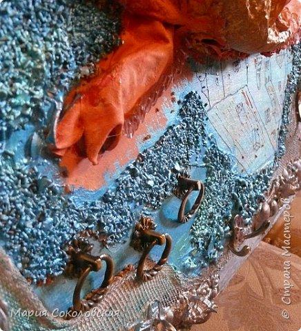 """Здравствуйте дорогие жители Страны Мастеров! Сегодня приглашаю Вас в очередное путешествие по волшебному миру, на этот раз волшебных городов! Панно """"Рыба-город"""" (размер 75х75 см) выполнено в смешанной технике, опять в дуэте с прекрасной поэтессой Konstarina. Эту работу я сделала для себя, основной замысел - мой любимый Сюрреализм, парадоксальное сочетание форм, здесь представлены работы знаменитых художников и иллюстраторов, таких как Рене Магритт, Яцек Йерка, Геннадий Приведенцев, Томас Щетовски, Алекс Фишгойт... Приятного путешествия! фото 11"""