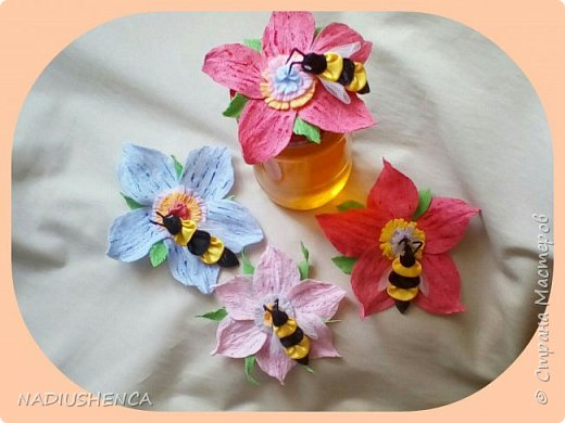 Приятно дарить подарки и гостиницы.Одним из замечательных видов гостинцев,по моему мнению, является  мёд! Вот придумала , как оформить крышечки на баночки с медом... Всем ,кому уже  подарила такие баночки,остались очень довольны. А мне радостно! фото 3