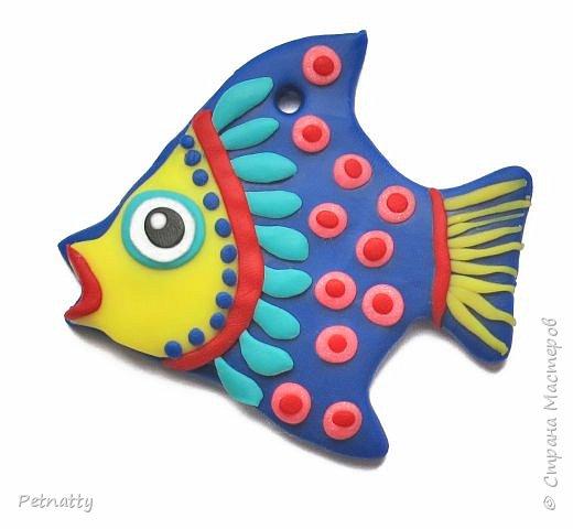 Рыбки из запекаемой пластики (Цернит). Одну увидела у художницы Amy Vangsgard, остальных лепила по аналогии. Размер примерно 5 см. Они местами слегка кривоваты, поскольку пришлось делать быстро, за один вечер.  фото 2