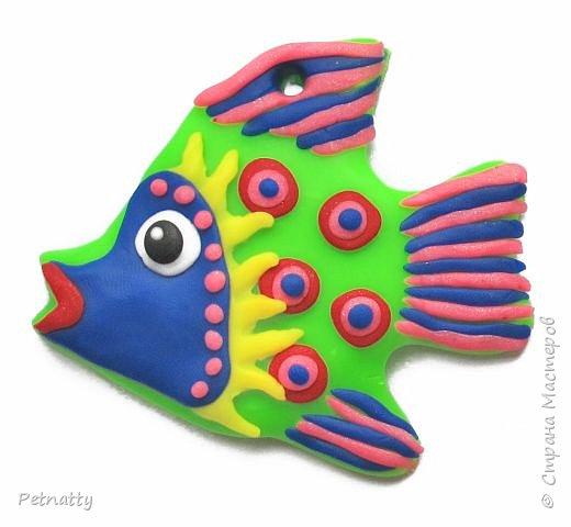 Рыбки из запекаемой пластики (Цернит). Одну увидела у художницы Amy Vangsgard, остальных лепила по аналогии. Размер примерно 5 см. Они местами слегка кривоваты, поскольку пришлось делать быстро, за один вечер.  фото 3