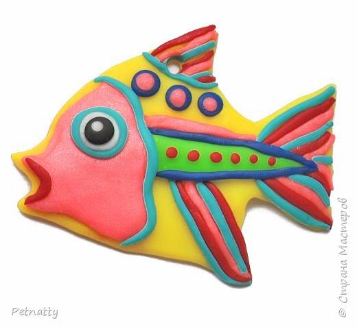 Рыбки из запекаемой пластики (Цернит). Одну увидела у художницы Amy Vangsgard, остальных лепила по аналогии. Размер примерно 5 см. Они местами слегка кривоваты, поскольку пришлось делать быстро, за один вечер.  фото 5