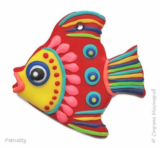 Рыбки из запекаемой пластики (Цернит). Одну увидела у художницы Amy Vangsgard, остальных лепила по аналогии. Размер примерно 5 см. Они местами слегка кривоваты, поскольку пришлось делать быстро, за один вечер.  фото 6