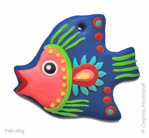 Рыбки из запекаемой пластики (Цернит). Одну увидела у художницы Amy Vangsgard, остальных лепила по аналогии. Размер примерно 5 см. Они местами слегка кривоваты, поскольку пришлось делать быстро, за один вечер.  фото 7