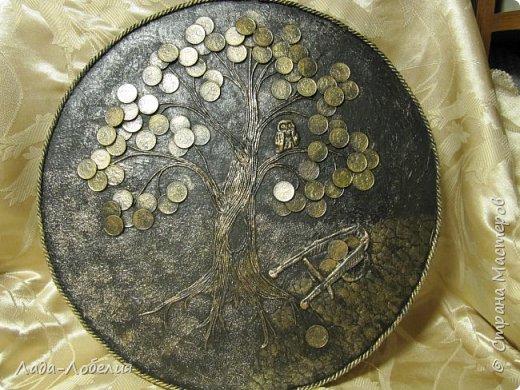 """Давно хотела сделать панно """"Денежное дерево"""". И таки сделала. Фанерный диск, пейп-арт, сова и тачка из соленого теста. Только закончила, еще не лачила. фото 1"""