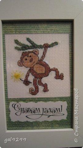 """Это известная троица обезьян. Вышивка оформлена в картон и украшена вырубками """"Звездочки"""". фото 8"""