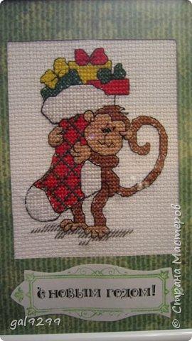 """Это известная троица обезьян. Вышивка оформлена в картон и украшена вырубками """"Звездочки"""". фото 3"""