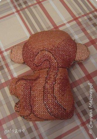 """Это известная троица обезьян. Вышивка оформлена в картон и украшена вырубками """"Звездочки"""". фото 12"""