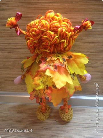 Здравствуйте,Страна Мастеров!!! Решила сотворить куколку для улучшения осеннего настроения( на улице дождь и пасмурно). Вот такая солнечная Осень появилась у меня)))Глазки специально сделала зелёными,как листики,которым ещё предстоит поменять свой цвет. фото 3