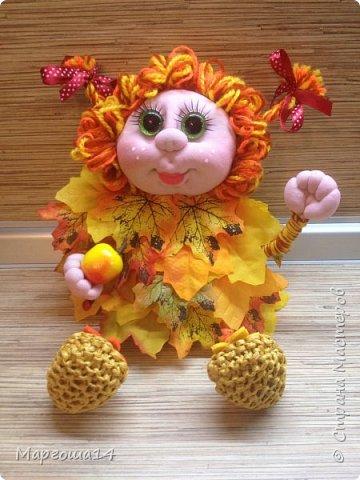 Здравствуйте,Страна Мастеров!!! Решила сотворить куколку для улучшения осеннего настроения( на улице дождь и пасмурно). Вот такая солнечная Осень появилась у меня)))Глазки специально сделала зелёными,как листики,которым ещё предстоит поменять свой цвет. фото 5