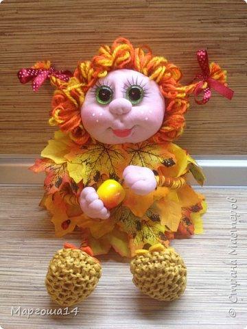Здравствуйте,Страна Мастеров!!! Решила сотворить куколку для улучшения осеннего настроения( на улице дождь и пасмурно). Вот такая солнечная Осень появилась у меня)))Глазки специально сделала зелёными,как листики,которым ещё предстоит поменять свой цвет. фото 6