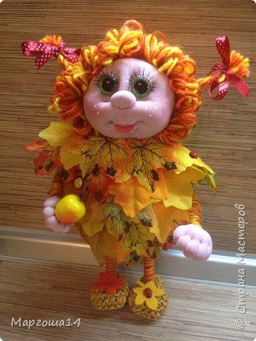 Здравствуйте,Страна Мастеров!!! Решила сотворить куколку для улучшения осеннего настроения( на улице дождь и пасмурно). Вот такая солнечная Осень появилась у меня)))Глазки специально сделала зелёными,как листики,которым ещё предстоит поменять свой цвет. фото 1