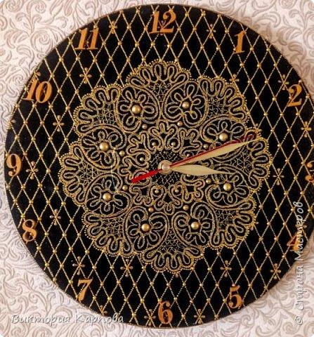 """Часы """" ЗОЛОТО НА ЧЁРНОМ """"  на виниловой пластинке фото 1"""
