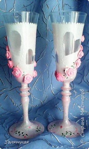 Недельку назад попросили меня сделать бокалы и шампанское к свадьбе в розовом цвете, а времени дали всего четыре дня. Вот что из этого вышло.  фото 5