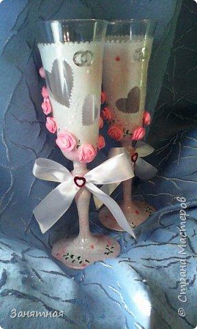 Недельку назад попросили меня сделать бокалы и шампанское к свадьбе в розовом цвете, а времени дали всего четыре дня. Вот что из этого вышло.  фото 6