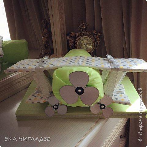 Самолётик из памперсов✈️ готов к полету !  Содержание :  -34 подгузника -2 пеленки -2 упаковки детских ватных палочек фото 3