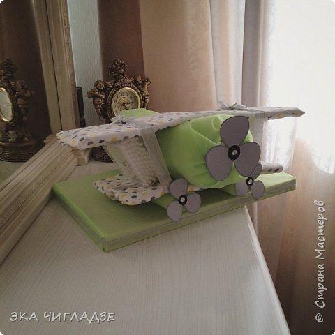 Самолётик из памперсов✈️ готов к полету !  Содержание :  -34 подгузника -2 пеленки -2 упаковки детских ватных палочек фото 5