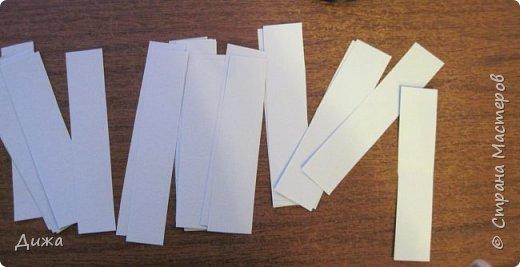 Всем привет! Сегодня хочу вам показать открытку, которую я сделала для своего одноклассника.  Меня в классе выбрали культурным сектором, потому что только я одна хожу на ИЗО кружок. И в мои обязанности входит выпускать плакаты, следить за стендом, поделки интересные и мне доверили делать каждому однокласснику открытку на день рождения.  Открытка для мальчика. Он любит ракеты и корабли. Я нарисовала космос с планетами акварельными красками. Космическую ракету вырезала из картона и заклеила яичной скорлупой. Потом покрасила серебристой акриловой краской. Потом приклеила на готовый рисунок фото 5