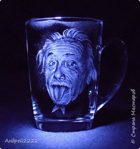 Попросила дочь, для физика, оформить чайную чашку. Воспользовавшись случаем, решился на пробу портретной гравировки. фото 1
