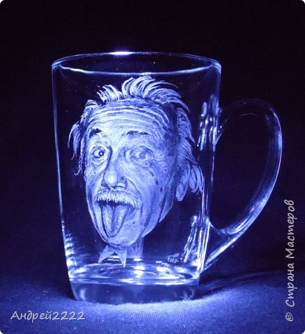 Попросила дочь, для физика, оформить чайную чашку. Воспользовавшись случаем, решился на пробу портретной гравировки. фото 3
