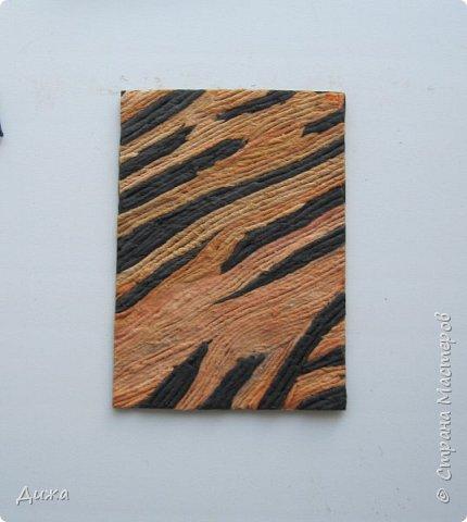"""Всем огромный приветик! Представляю вам АТС карточки """"Пятнисто-полосатые"""" При создании АТС использовала авторскую технику Татьяны Сорокиной http://stranamasterov.ru/user/151613 Техника ПЕЙП-АРТ.  Вначале я хотела назвать серию """"Животные Африки"""". Но тут выяснилось, что тигры не живут в Африке. И тогда бы у меня была серия из трёх карточек. Поэтому я решила назвать пятнисто полосатые и сделала ещё три карточки. Эта серия самая трудная для меня была, но я довольна собой. Несколько раз мне пришлось переделывать даже, потому что мама сказала что плохо сделала.   Следующая моя серия АТС карточек будет только ближе к декабрю, потому что я решила отдохнуть. Устала, и учеба началась, не успеваю отдыхать. Мама тоже сказала, что учёба главнее.  Но я буду с удовольствием заходить к вам в гости и писать комментарии :-)   Я должна АТС карточки мастерицам Элайджа http://stranamasterov.ru/user/399311 (за """"Останови мгновенье""""),  p_olya71 (Ольга) http://stranamasterov.ru/user/368861 (за """"Игрушки"""") ИРИСКА 2012 (Ирина) http://stranamasterov.ru/user/191152 (за """"Перья""""), Фасинасьён (Татьяна) http://stranamasterov.ru/user/197116 (за """"Стихии"""") прошу их выбирать, если им понравиться. фото 8"""