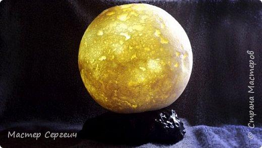 Ночник-Луна из монтажной пены и фонарика