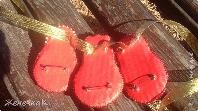 Вышились такие красавицы матрешки. Это брошечки. Можно носить все вместе как оригинальное колье! фото 6
