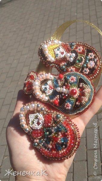 Вышились такие красавицы матрешки. Это брошечки. Можно носить все вместе как оригинальное колье! фото 7
