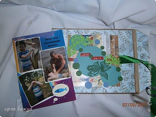 В отпуске мы с друзьями выезжаем на рыбалку и отдых на природе дней на 5.  Это один из альбомов,которые я сделала с помощью определённой программы и фото. Это конверт в котором находиться брошюра с фото. Конверт готовый из картона,который украшен вырубками. фото 2
