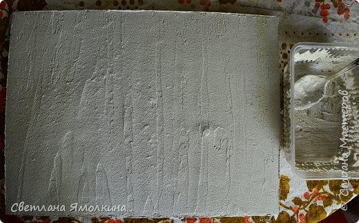 И снова, здравствуйте! Сегодня я с террой из природных материалов, размер работы 30х40 см. В работе использовала: рамку для фотографий; песок; клей ПВА; шпатлевку; сухой природный материал (веточки, палочки, траву, скорлупки от фисташек, тыквенные семечки, шишки); краску (спрей) голубую и серую; белый акриловый грунт (можно заменить на акриловую краску); матовый акриловый лак (спрей). фото 6