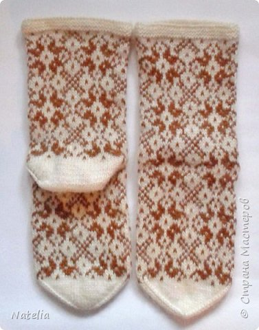 Новые носочки. Нитки - шерсть (100 гр. - 240 м). Спицы -2,75. Сейчас уже холодно и вся семья ходит в шерстяных носках. фото 6