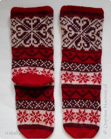 Новые носочки. Нитки - шерсть (100 гр. - 240 м). Спицы -2,75. Сейчас уже холодно и вся семья ходит в шерстяных носках. фото 2