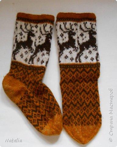 Новые носочки. Нитки - шерсть (100 гр. - 240 м). Спицы -2,75. Сейчас уже холодно и вся семья ходит в шерстяных носках. фото 3
