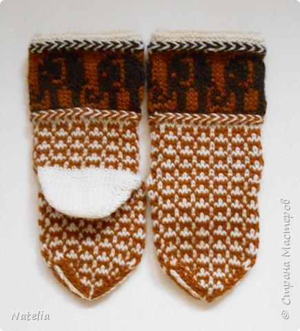 Новые носочки. Нитки - шерсть (100 гр. - 240 м). Спицы -2,75. Сейчас уже холодно и вся семья ходит в шерстяных носках. фото 7
