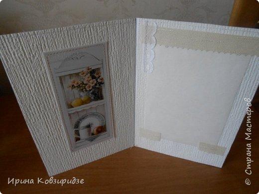 Домашние открыточки.Сделано специально для выставки( с использованием природного материала). Решила распечатать картинки на лазерном принтере на мелованной плотной бумаге, наклеила на картон, прострочила, потом- на кусочки вспененного скотча. Бумага-обои. фото 5