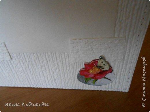 Домашние открыточки.Сделано специально для выставки( с использованием природного материала). Решила распечатать картинки на лазерном принтере на мелованной плотной бумаге, наклеила на картон, прострочила, потом- на кусочки вспененного скотча. Бумага-обои. фото 24