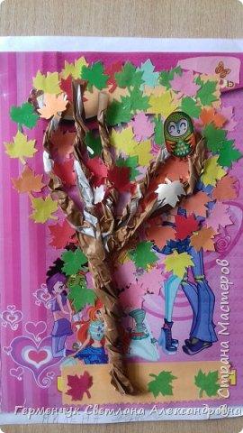 """В этом году очень теплая осень ,и листья не торопятся желтеть . Мы с ребятами 3""""А """" класса  украсили  деревья разноцветными листочками .Получилась осенняя аллея  из кленов. фото 4"""