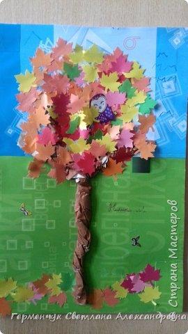 """В этом году очень теплая осень ,и листья не торопятся желтеть . Мы с ребятами 3""""А """" класса  украсили  деревья разноцветными листочками .Получилась осенняя аллея  из кленов. фото 5"""