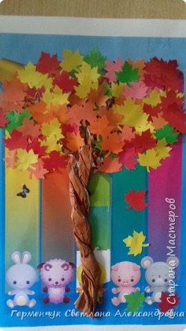 """В этом году очень теплая осень ,и листья не торопятся желтеть . Мы с ребятами 3""""А """" класса  украсили  деревья разноцветными листочками .Получилась осенняя аллея  из кленов. фото 6"""