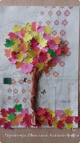 """В этом году очень теплая осень ,и листья не торопятся желтеть . Мы с ребятами 3""""А """" класса  украсили  деревья разноцветными листочками .Получилась осенняя аллея  из кленов. фото 11"""