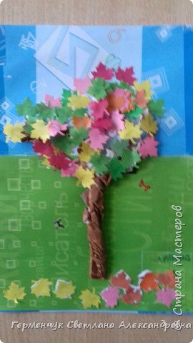 """В этом году очень теплая осень ,и листья не торопятся желтеть . Мы с ребятами 3""""А """" класса  украсили  деревья разноцветными листочками .Получилась осенняя аллея  из кленов. фото 16"""