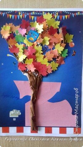 """В этом году очень теплая осень ,и листья не торопятся желтеть . Мы с ребятами 3""""А """" класса  украсили  деревья разноцветными листочками .Получилась осенняя аллея  из кленов. фото 25"""