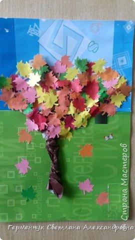 """В этом году очень теплая осень ,и листья не торопятся желтеть . Мы с ребятами 3""""А """" класса  украсили  деревья разноцветными листочками .Получилась осенняя аллея  из кленов. фото 24"""