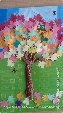 """В этом году очень теплая осень ,и листья не торопятся желтеть . Мы с ребятами 3""""А """" класса  украсили  деревья разноцветными листочками .Получилась осенняя аллея  из кленов. фото 14"""