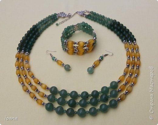 """Комплект из коллекции """" Зелёные просторы """". Размеры: ожерелье 56см, браслет 17,5см.  Комплект сделан из полудрагоценных камней-зеленого авантюрина и опала (кошачий глаз) овальной формы.  фото 1"""