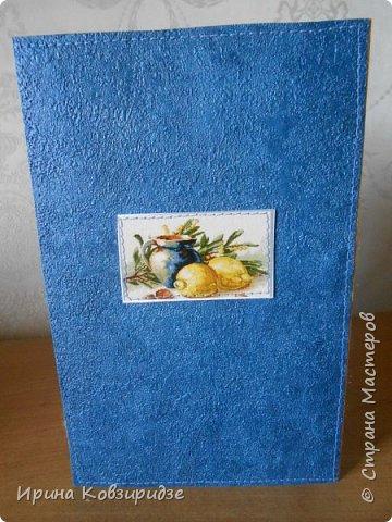 Открытка№1 Эти открытки на синей бумаге. Украшение- кружево, мелкая красная фасоль, вскрытая акриловым лаком. Всё прострочено. фото 3