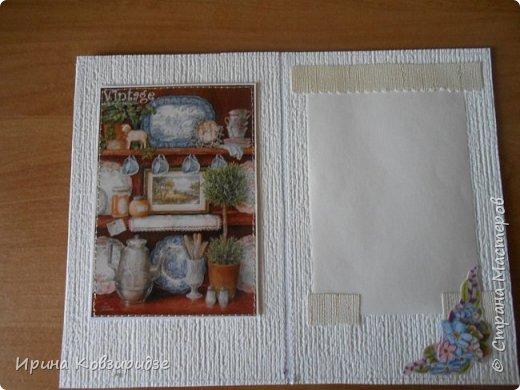 Открытка№1 Эти открытки на синей бумаге. Украшение- кружево, мелкая красная фасоль, вскрытая акриловым лаком. Всё прострочено. фото 4