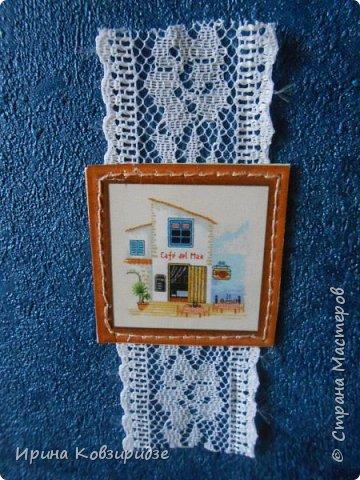 Открытка№1 Эти открытки на синей бумаге. Украшение- кружево, мелкая красная фасоль, вскрытая акриловым лаком. Всё прострочено. фото 15