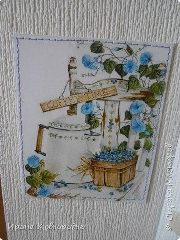 Открытка№1 Эти открытки на синей бумаге. Украшение- кружево, мелкая красная фасоль, вскрытая акриловым лаком. Всё прострочено. фото 17